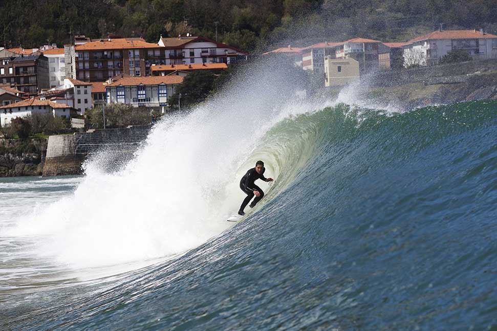 Mundaka by Lucia Griggi - Endless Winter 2